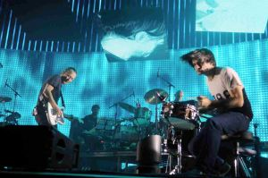 RADIOHEAD THOM YORKE (VOCALS, GUITAR) JONNY GREENWOOD (GUITAR, DRUMS) O2 ARENA LONDON 8-10-2012 PHOTOGRAPH BY: ANGELA LUBRANO PLEASE CONTACT: LIVEPIX 1A LARCHWOOD CLOSE, BANSTEAD, SM7 1HE, UK Telephone: 01737 373732 Mobile : 07958 961 625 e-mail: live@livepix.biz